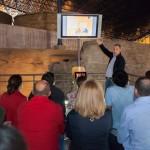 Reunión del equipo involucrado en la conservación de la Cueva Pintada de Gáldar, con la presencia de un integrante del IRNAS